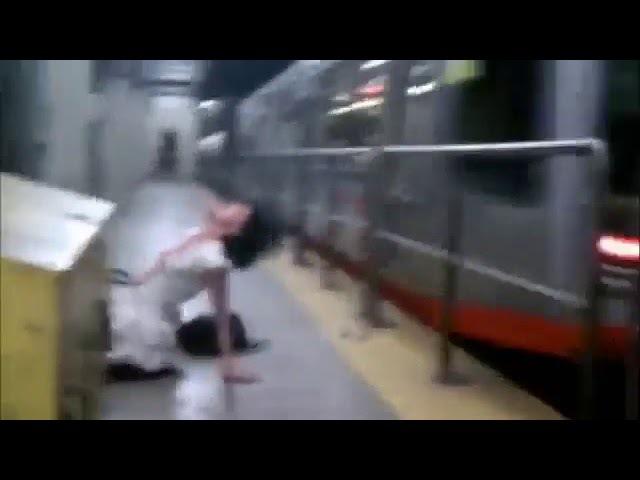 Одержимая демоном в Нью-Йоркском метро / Obsessed with a demon in the New York metro