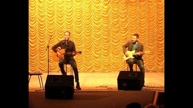 Для жителей Старобешевского района выступил популярный исполнитель Алексей Поддубный, более известный как Джанго