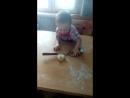 Помогает пирожки делать
