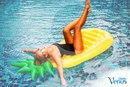 Как насчет похода в бассейн сегодняшним утром? Это подарит тебе заряд энергии и бодрости!: )