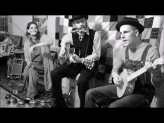 Fly By Night Rounders - Ain't No Use