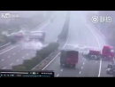 Массовая авария грузовиков в Китае