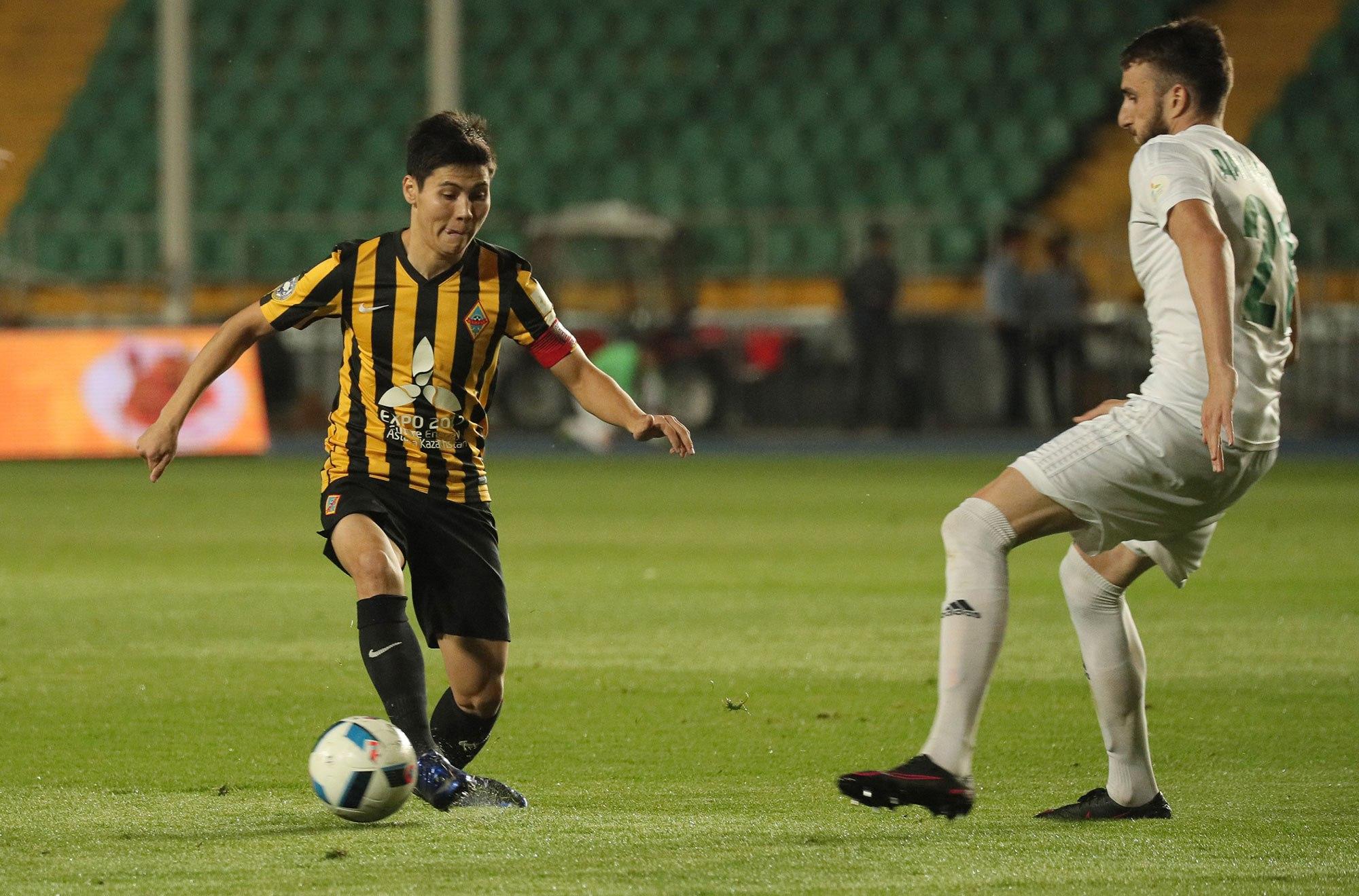 Damchevski (L) at the game; photo: sports.kz