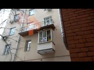 Неизвестные наклеили на окна балкона Божены Рынски фото жертв Ту-154
