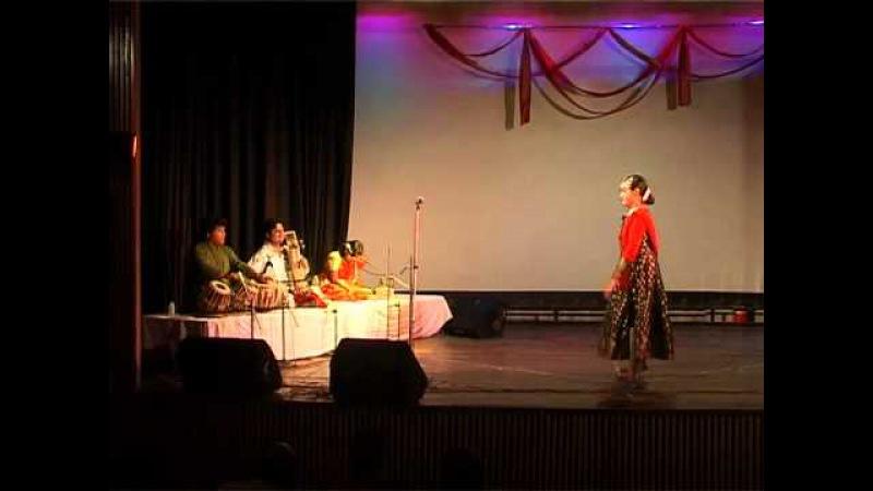 Anurekha Ghosh performs Classical Kathak displaying Paran Aamad, Upaj, Rela