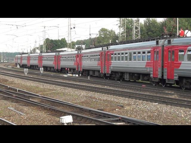 Электропоезд ЭД4М 0235 прибывает на станцию Бужаниново
