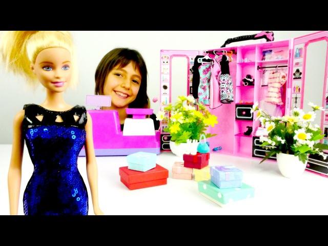 Barbie kıyafet alışverişinde: elbise modellere bakıyoruz! Barbie elbise giydir oyunu başlasın!
