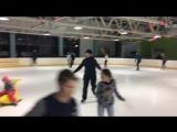 Этот парень был из тех кто просто любит кататься на коньках.