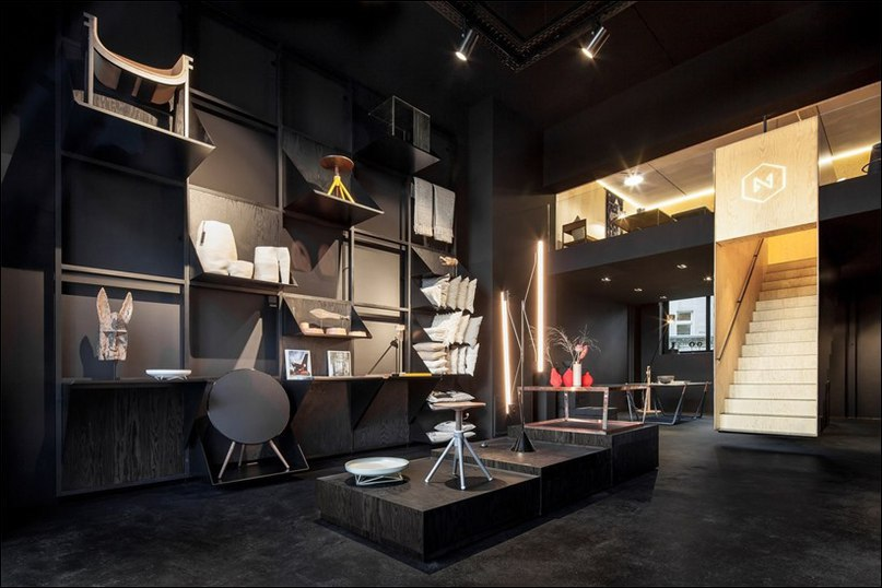 vВ октябре 2014 года в Kreuzbergstrasse 78 в Берлине открылся новый магазин, спроектированный студией Hidden Fortress и названный Bazar Noir.
