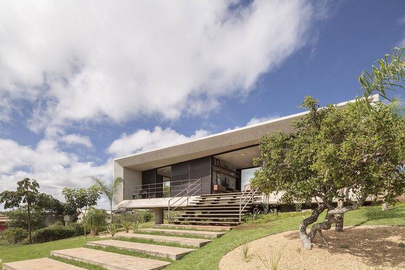 Особняк на 350 квадратных метров под названием Solar da Serra был спроектирован компанией 3.