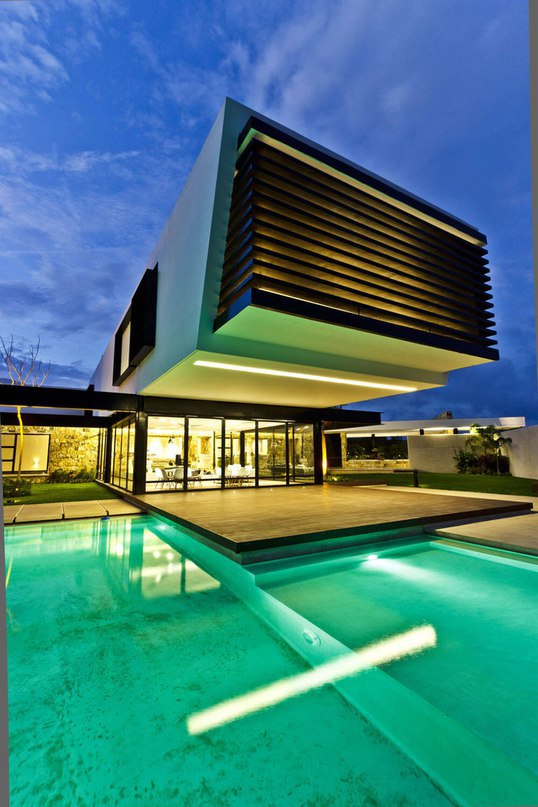 Cantilevered Home Shaping Indoor-Outdoor Lifestyle (Part 1)