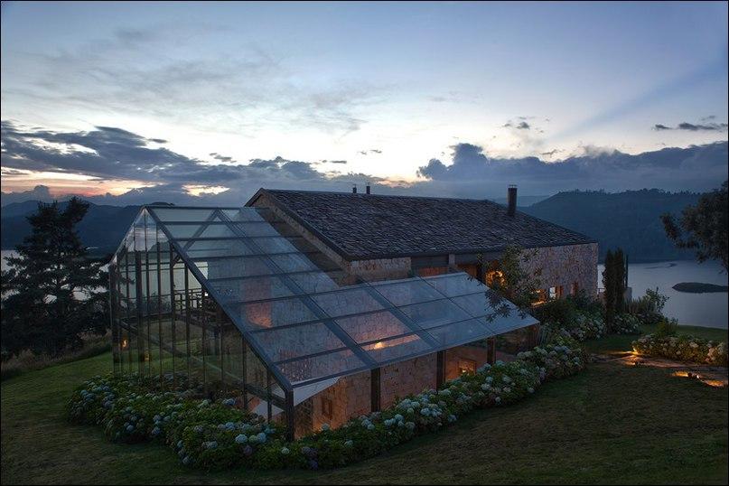Проектирование этого конкретного объекта было завершено в 2012 году архитектурной студией De La Carrera — Cavanzo Arquitectura.