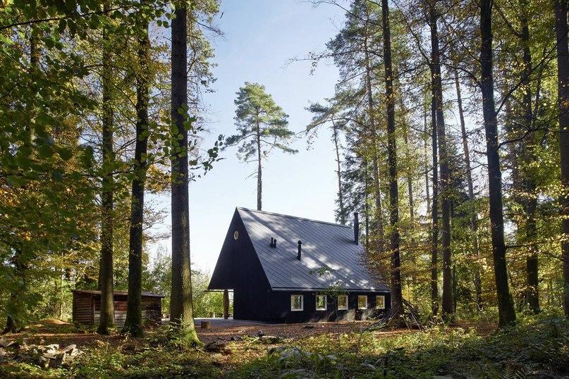 Лесной Дом Шопфхольц (Forsthaus Chopfholz) в Швейцарии от G O A — Gerber Odermatt Architekten.