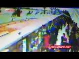 Камеры в московском метро зафиксировали пенсионерку которая спрыгнула на крышу поезда