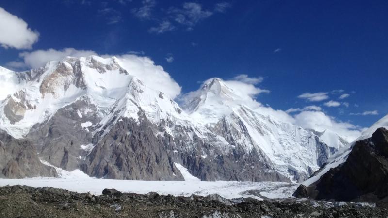 Движение облаков над вершинами Хан-Тенгри и Чапаева @ Khan Tengri