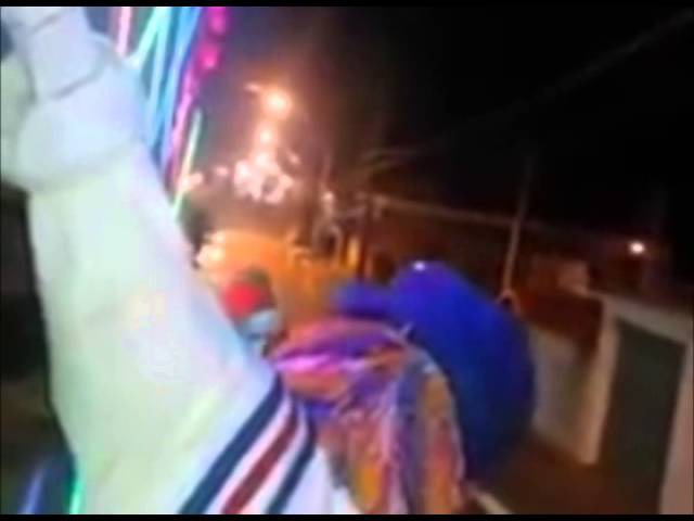 Popeye atropelado por ciclista enquanto fofão sobe no muro e toca a 2ª musica mais triste do linkpak