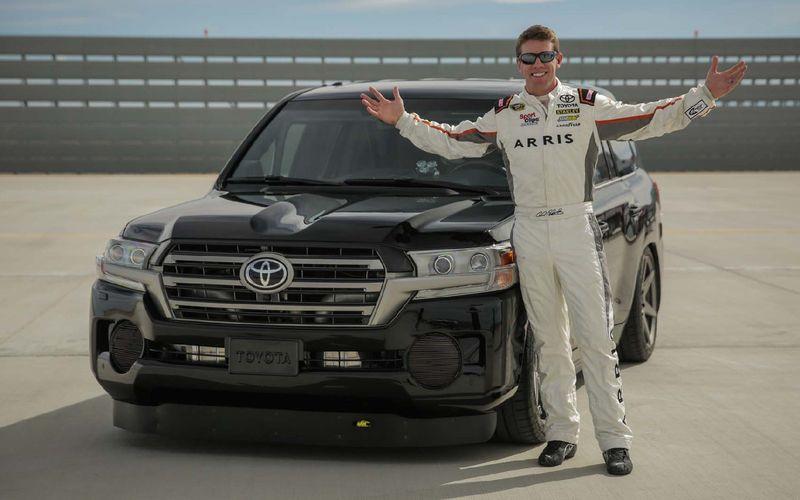 Озверевший «крузак» стал самым быстрым в мире внедорожником Осенью прошлого года Toyota представила на тюнинг-шоу SEMA монструозный тюнинг-проект на базе рамного внедорожника Land Cruiser.