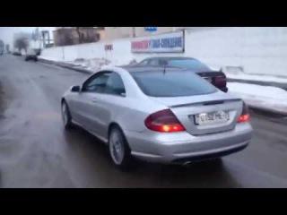 Mercedes-Benz CLK500 aggressive exhaust sound