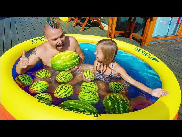 Челлендж БАССЕЙН С АРБУЗАМИ !! Пранк над Николь / Learn Colors with Watermelon Pool for Children » Freewka.com - Смотреть онлайн в хорощем качестве