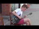 Молодой парень классно играет на гитаре! Busker! Street! Musik!