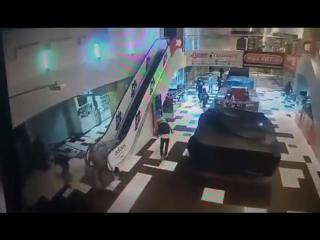 Погром в ТЦ КИТ. Екатеринбург