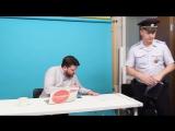 Леониду Волкову вручили повестку в прямом эфире канала «Навальный.Live»