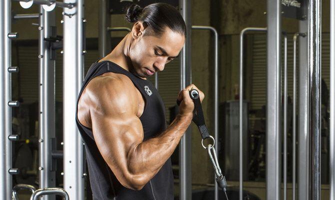 vdADLRqSTnE 4 лучших упражнения для бицепсов на тренажерах