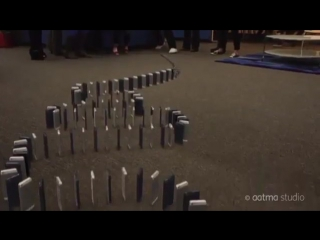 Домино из 10,000 iPhone 5