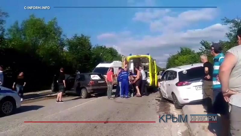 Трасса Севастополь-Ялта встала в пробке из-за лобового столкновения
