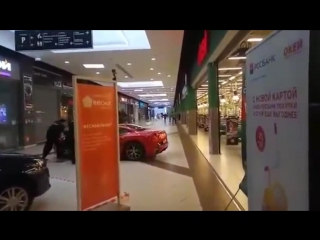 Бывший мэр Архангельска устроил гонки на Ferrari на большой скорости по торговому центру Весна в Москве.