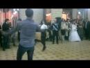 Девочка танцует классную осетинскую лезгинку .