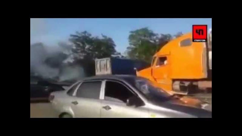 ДТП Многотонный грузовик снес легковушку натрассе вСтаврополье