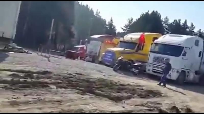 Екатеринбург дорожники по требованию администрации окапывают