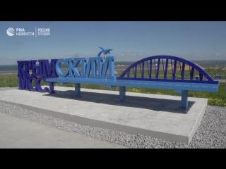 Скамейка с видом на стройку века