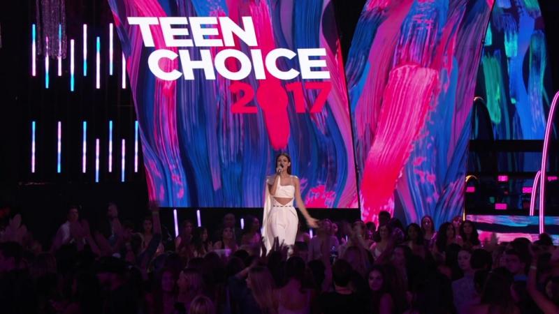 Виктория на ежегодной церемонии награждения «Teen Choice Awards» ›› 13 августа