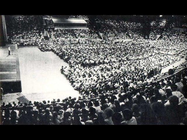 Вечер поэзии. 1976г Дворец Спорта Лужники - Был полный зал.
