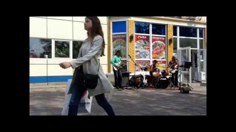 Уличные музыканты Владивостока - кавер ВИА Синяя птица