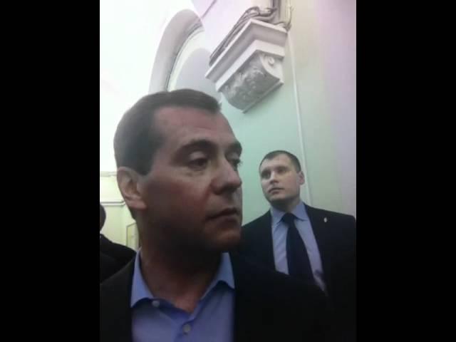 Дмитрий Медведев передает привет маме студентки