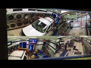 Dramatic video: security camera catches car crashing into laundromat | дтп авария