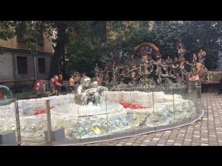 В Мозаичном дворике запустили фонтан под музыку