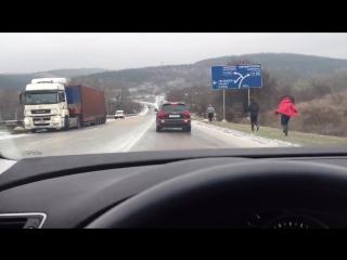 Как в Крыму посыпают дороги
