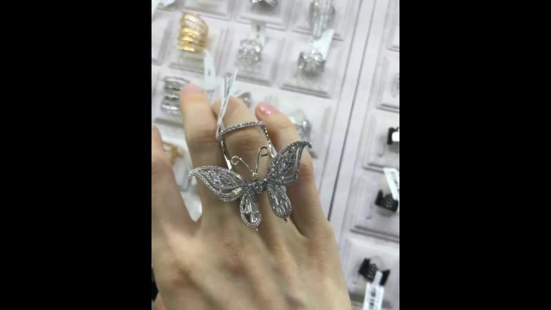 Необычное колечко с бабочкой