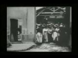 Выход рабочих с фабрики Люмьер 22 марта 1895. Три версии