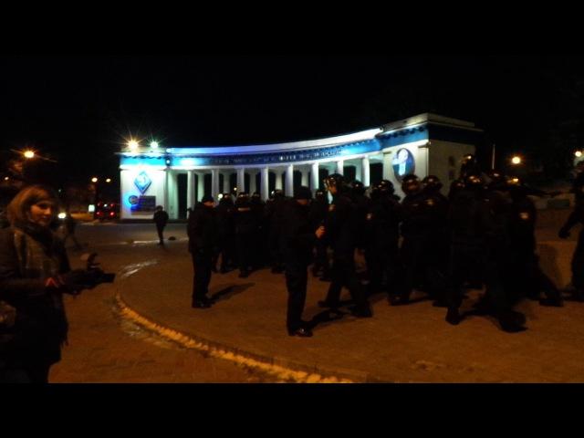 Вогнехреща. Столкновение вч 3027 на Грушевского Киев (13.03.17 г.)