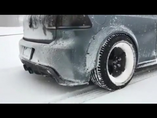 Наваливаем на заряжённом VW Golf.
