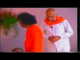 видео Sathya Sai  SAI DARSHAN Bhagawan Sri Sathya Sai Baba @ SAI DARSHAN, Indiranagar,Bangalore in 1999.