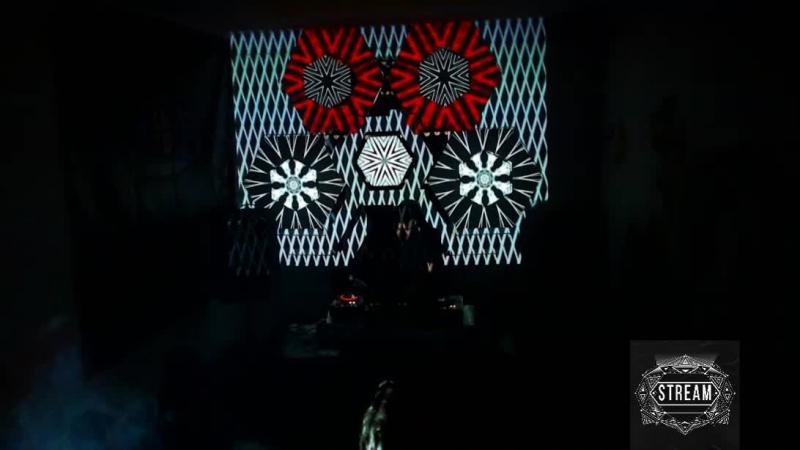 Stream 9 User X Максим Фінько нещодавно розпочавши шлях ді джея вразив музичним смаком що схиляється до берлінського наст