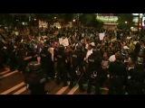 В американском городе Шарлотт, где уже вторые сутки продолжаются массовые беспорядки, введен режим чрезвычайного положения. Новости. Первый канал