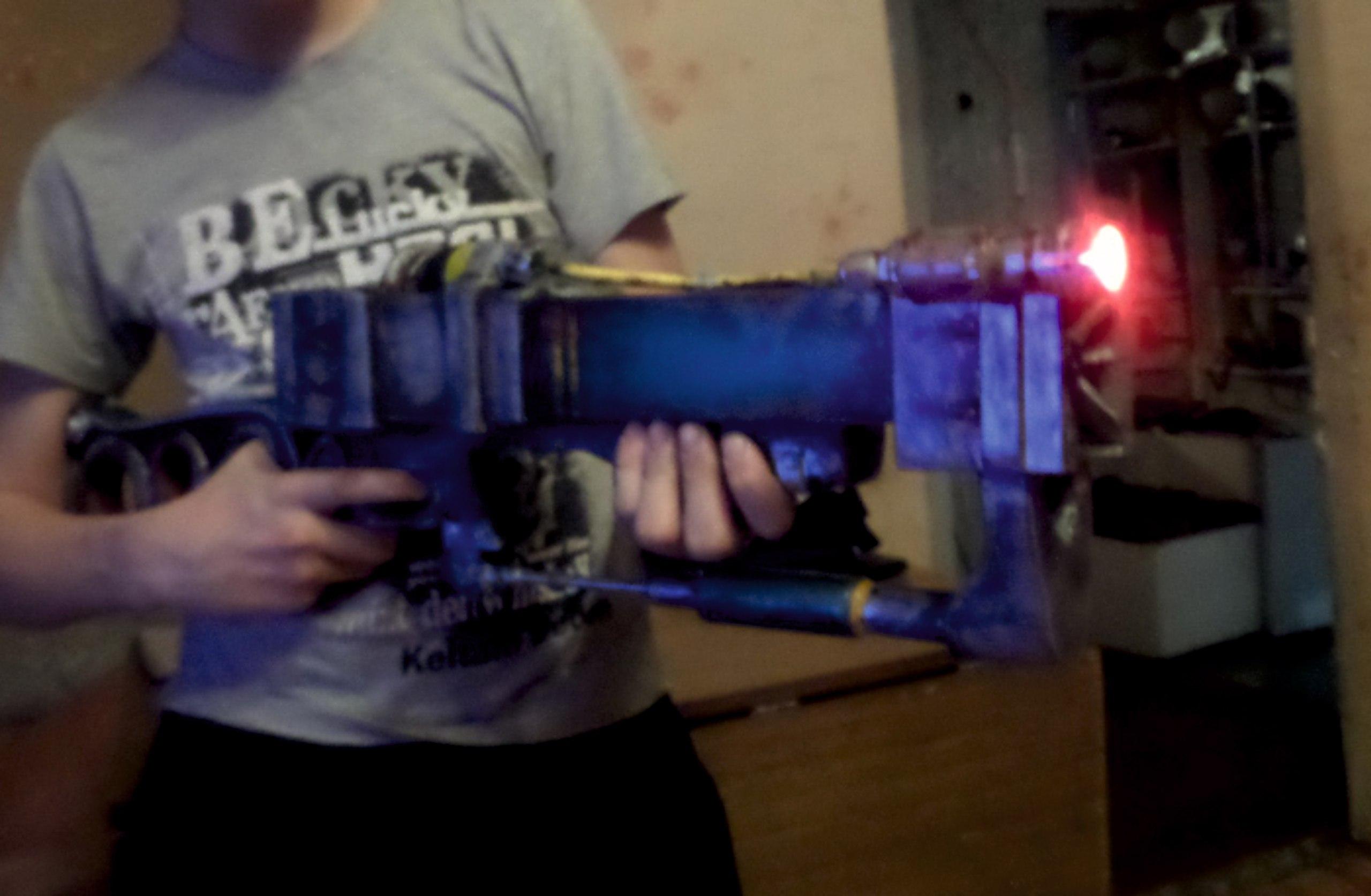 Наш подписчик воссоздал лазерную винтовку