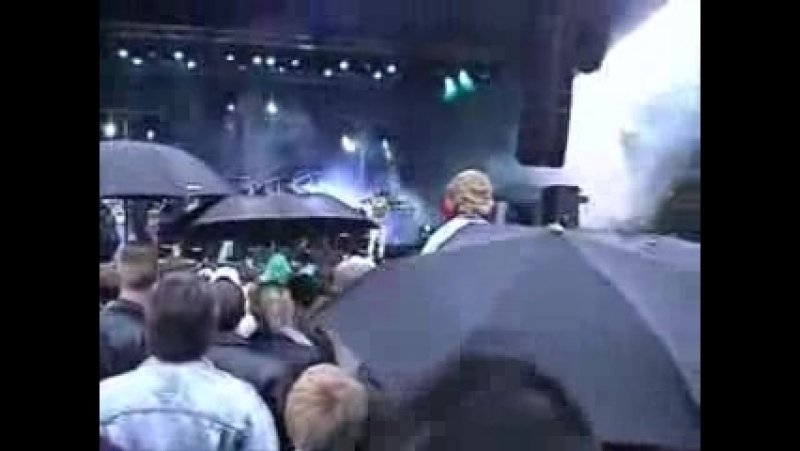 Dilnarin Demirbag (E-TYPE) performing LIFE - 2002.wmv